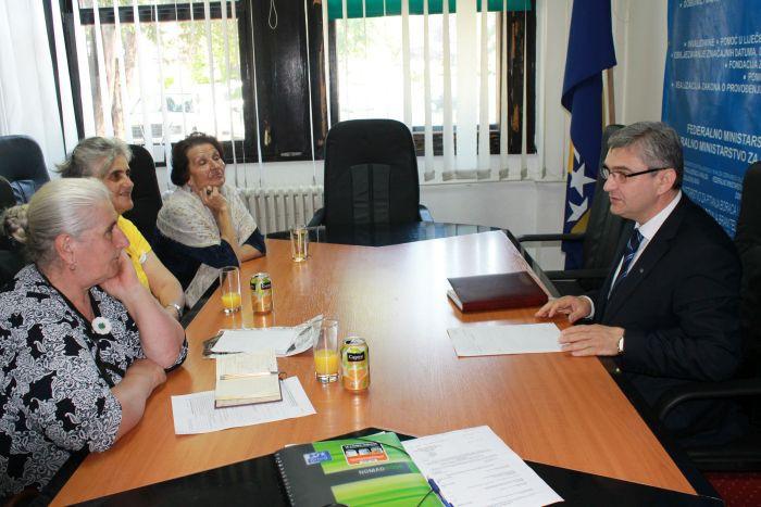 "Ministar Bukvarević na sastanku sa delegacijom Pokreta ""Majke enklava Srebrenice i Žepe"""