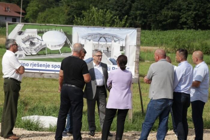 Bukvarević u Zvorniku obišao spomen-obilježja u izgradnji